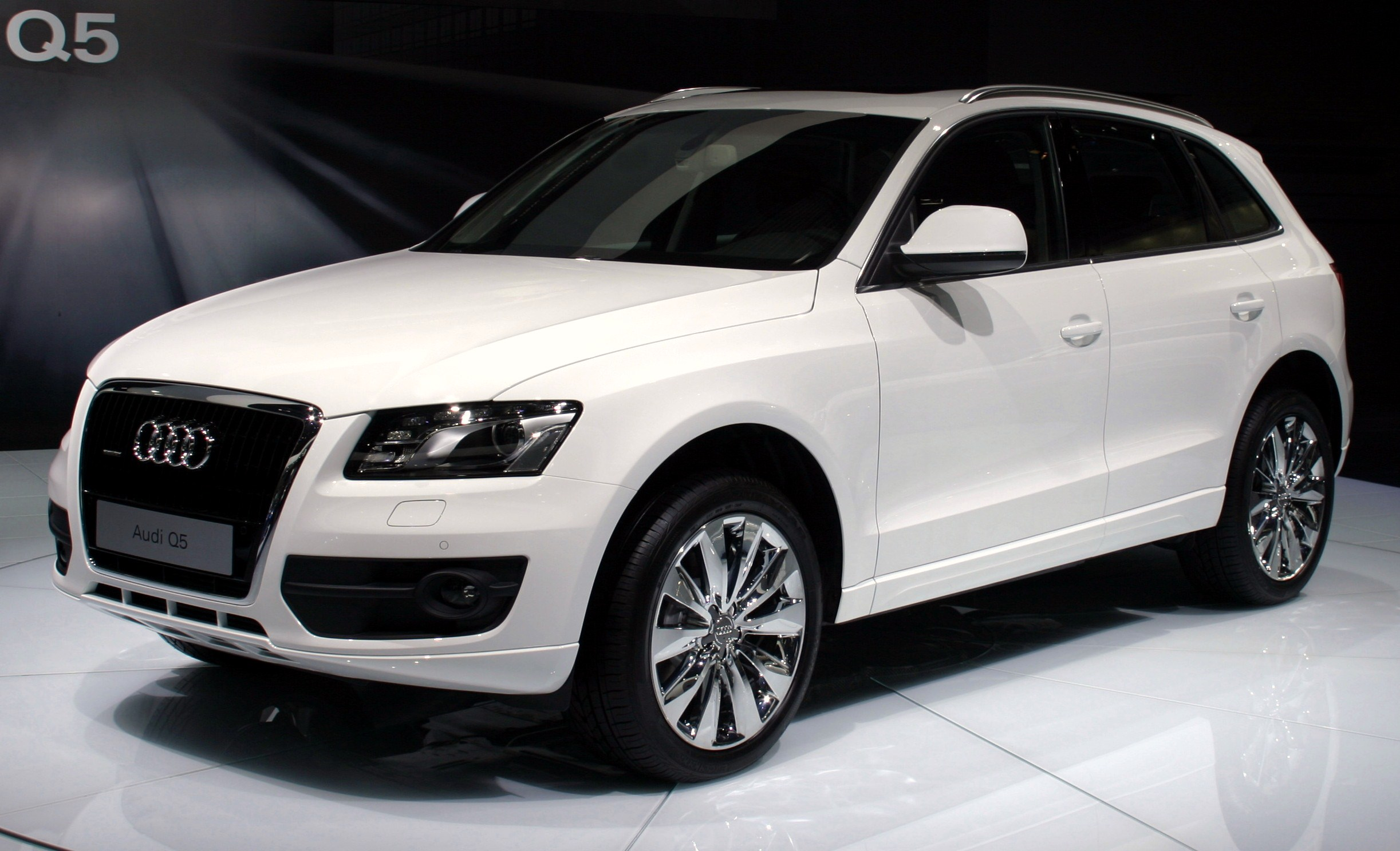 file audi q5 front white moscow autoshow 2008 27 wikimedia commons. Black Bedroom Furniture Sets. Home Design Ideas