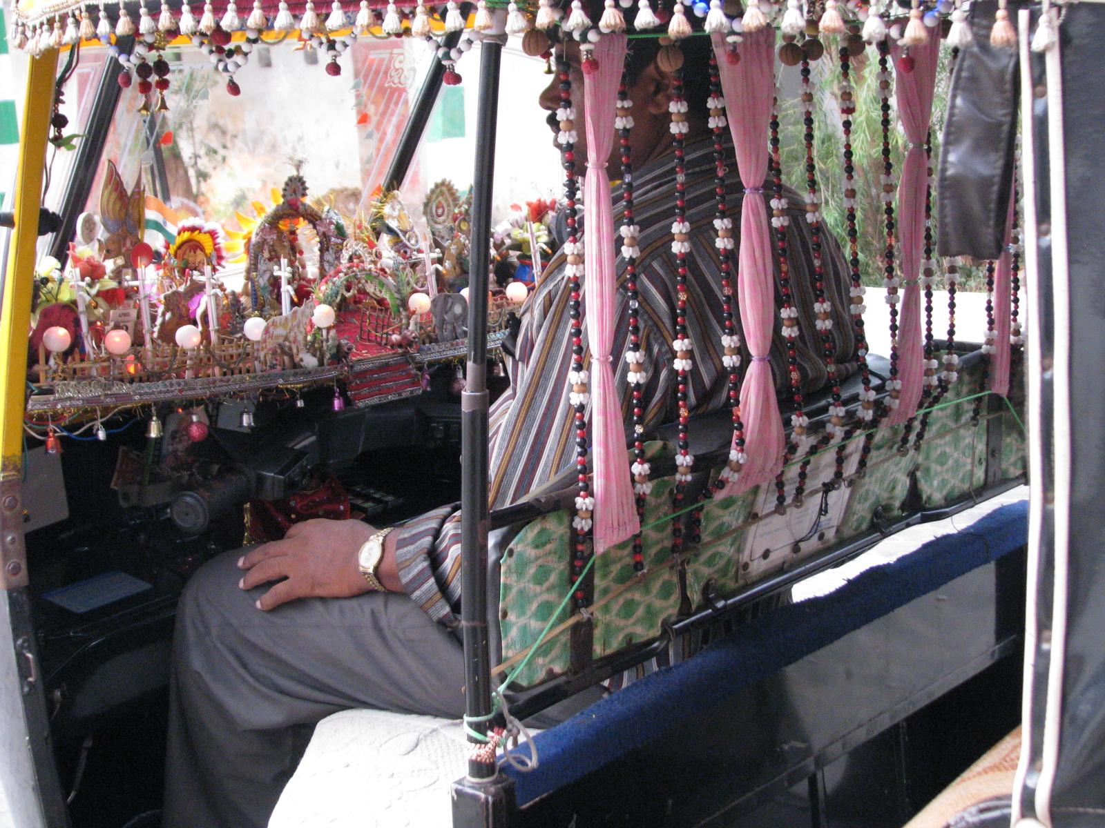 File auto rickshaw wikimedia commons for Automobile decoration
