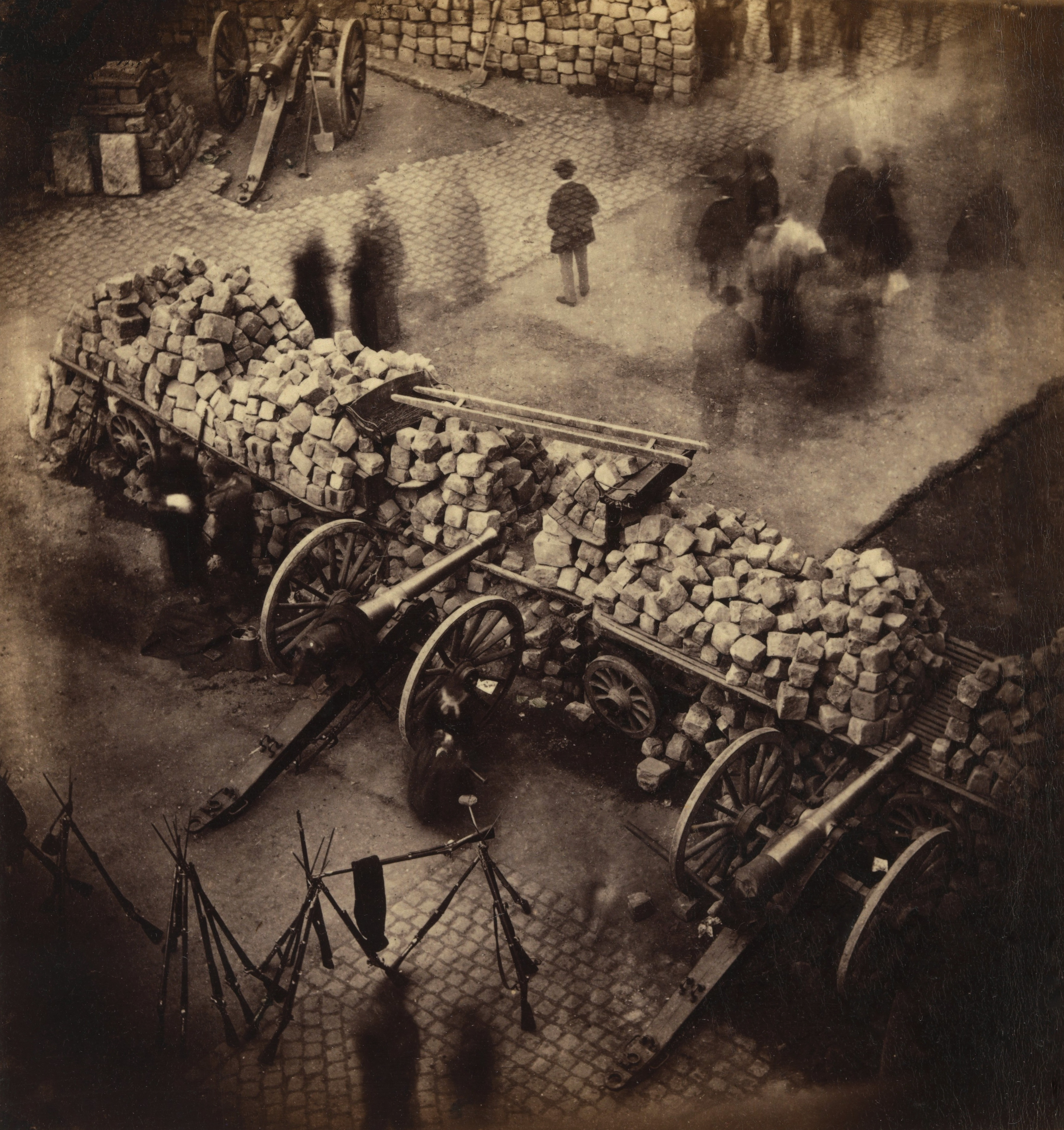 English: Barricade, from above, Paris, 1871 Pa...