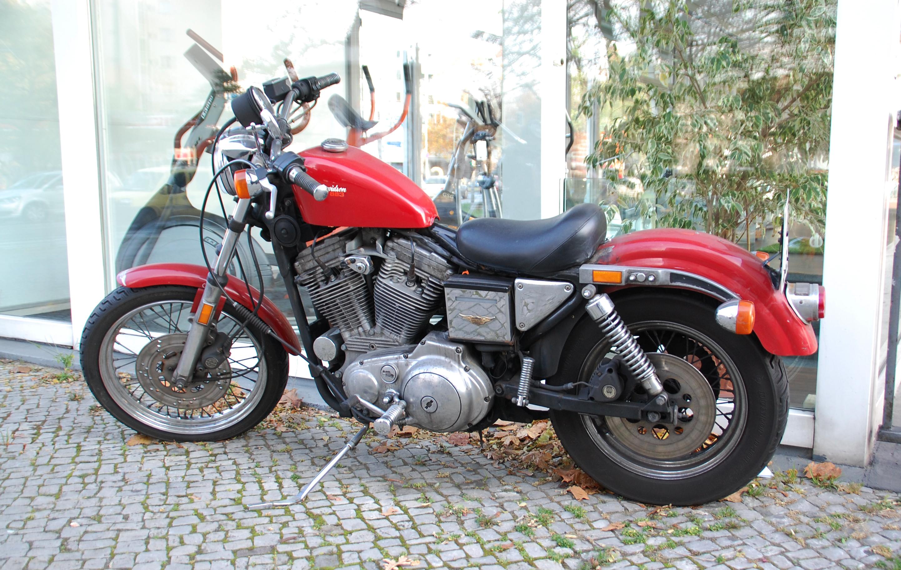 Harley Davidson Sportster Iron  Red