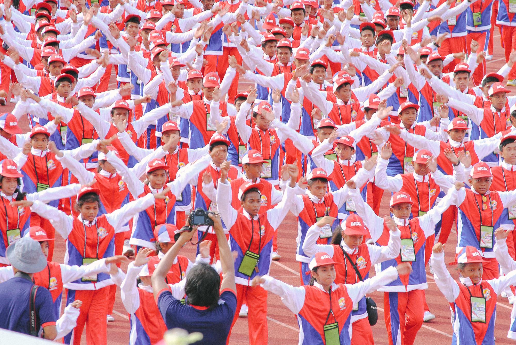File:Bicol Region delegates during Palarong Pambansa 2015 Opening