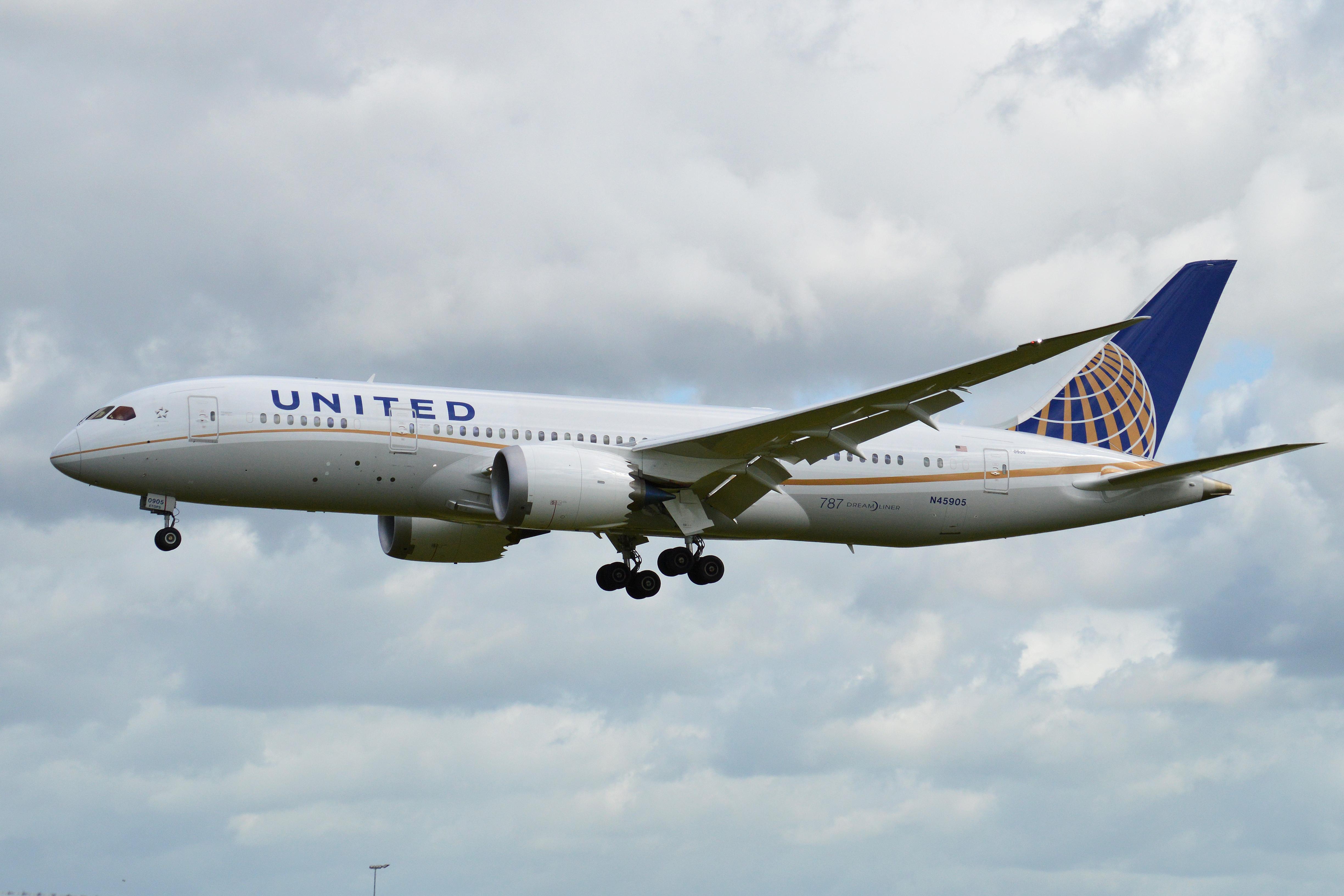 File:Boeing 787-8 N45905 United - 9421.7KB