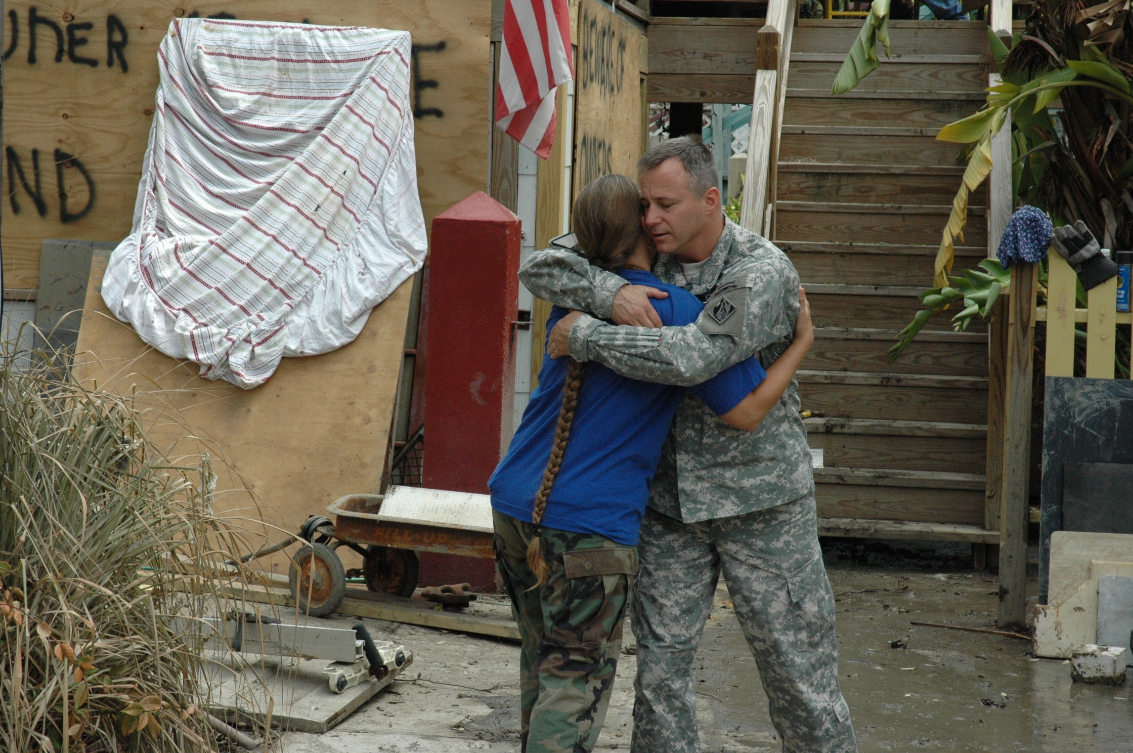 Cox Comforts Corps Employees Wife After Hurricane Ike 2889307827