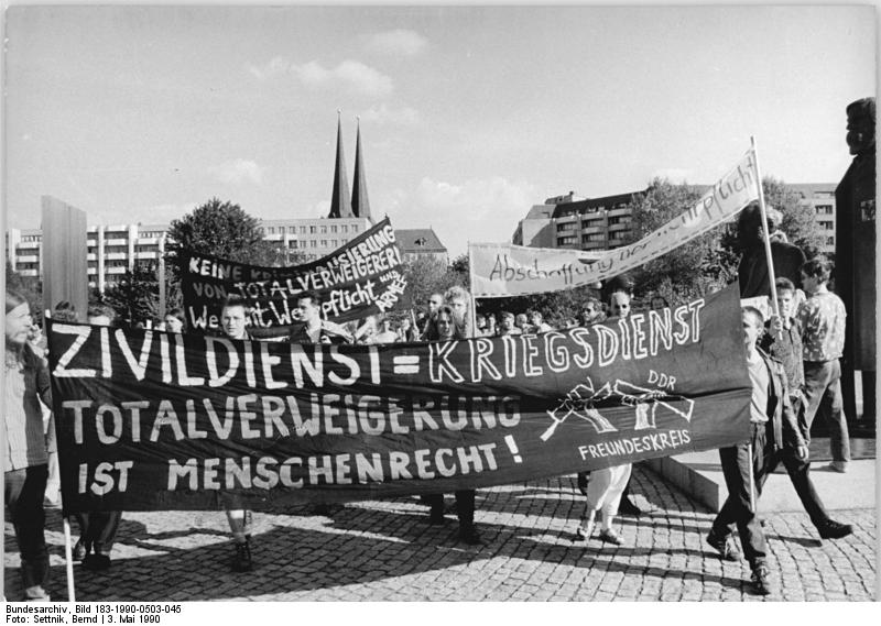 File:Bundesarchiv Bild 183-1990-0503-045, Berlin, Demonstration zur Abschaffung Wehrpflicht.jpg