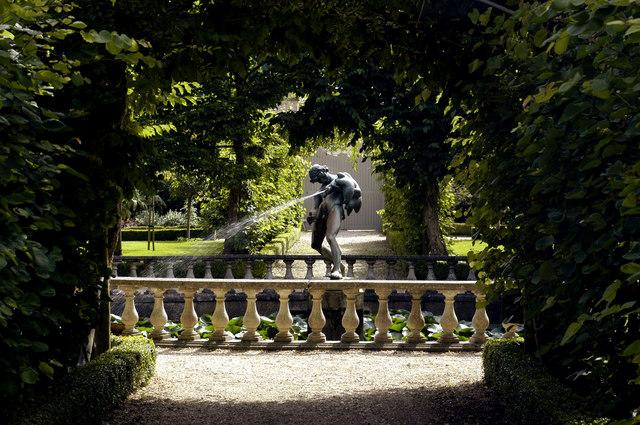 Buscot Park, Statue - geograph.org.uk - 862567