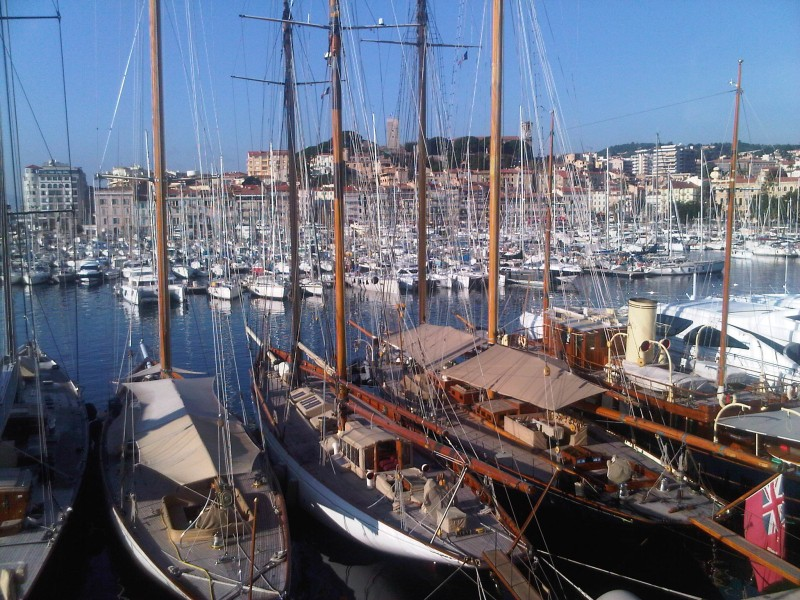 Cannes port rotonde