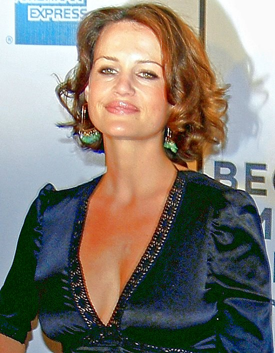 Description Carla Gugino cropped.jpg