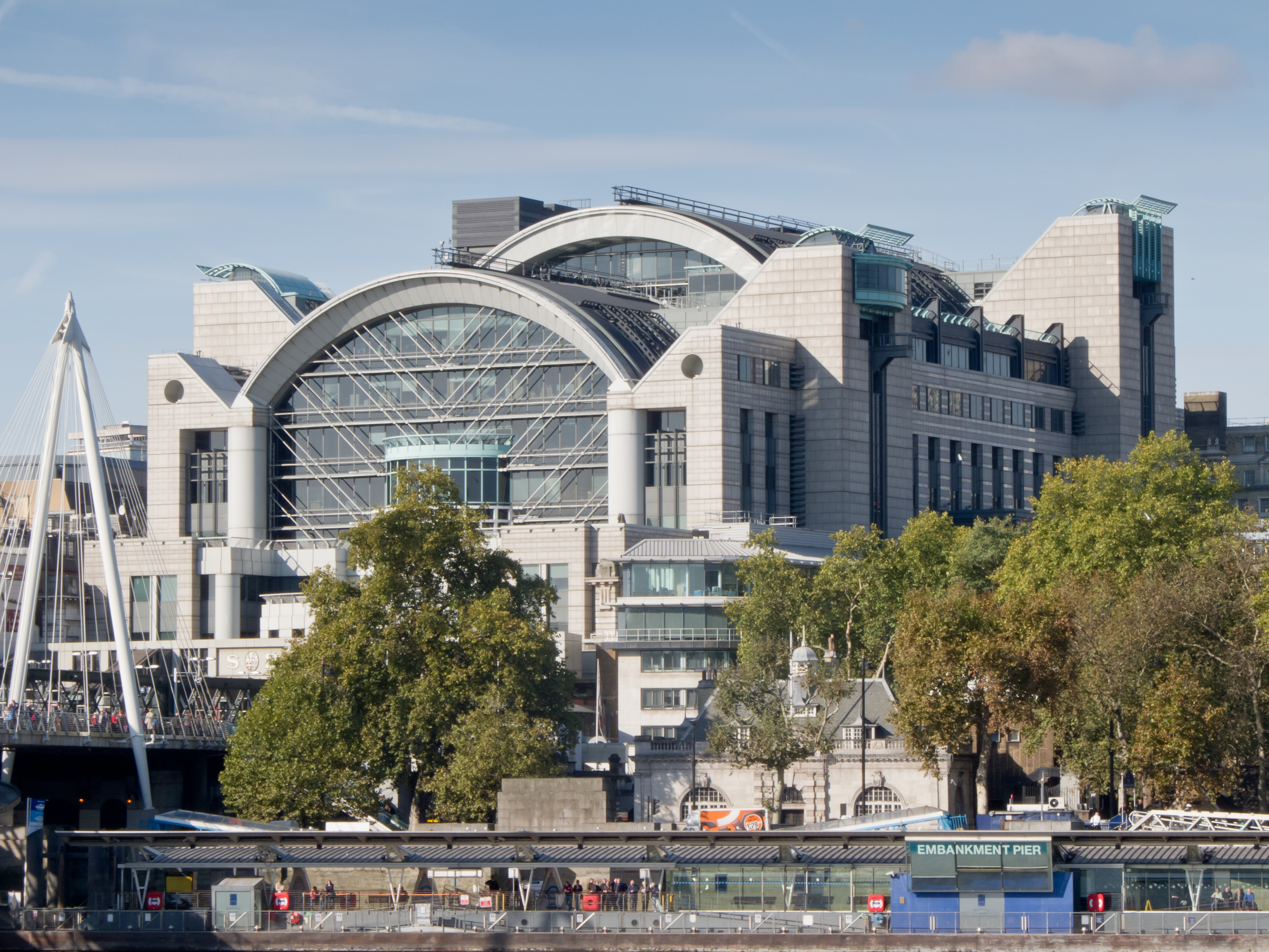 opinions on charing cross railway station
