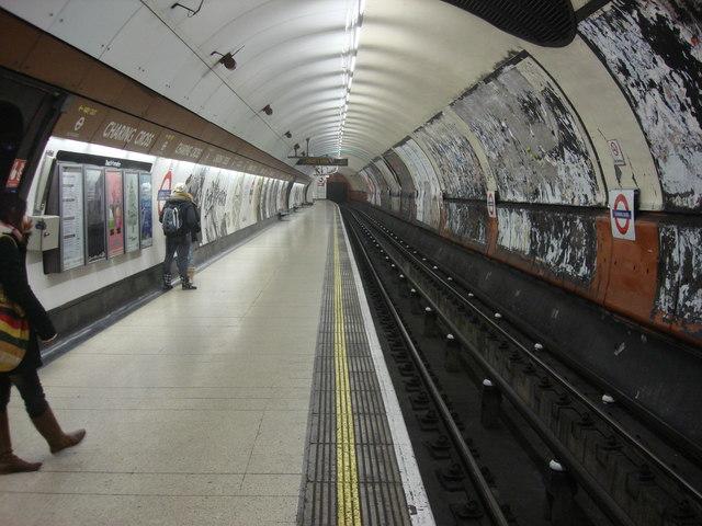 Charing Cross tube station, Southbound Bakerloo line platform - geograph.org.uk - 1150187
