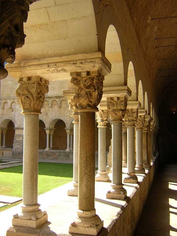 Podio arquitectura wikipedia la enciclopedia libre - Arquitectura sant cugat ...