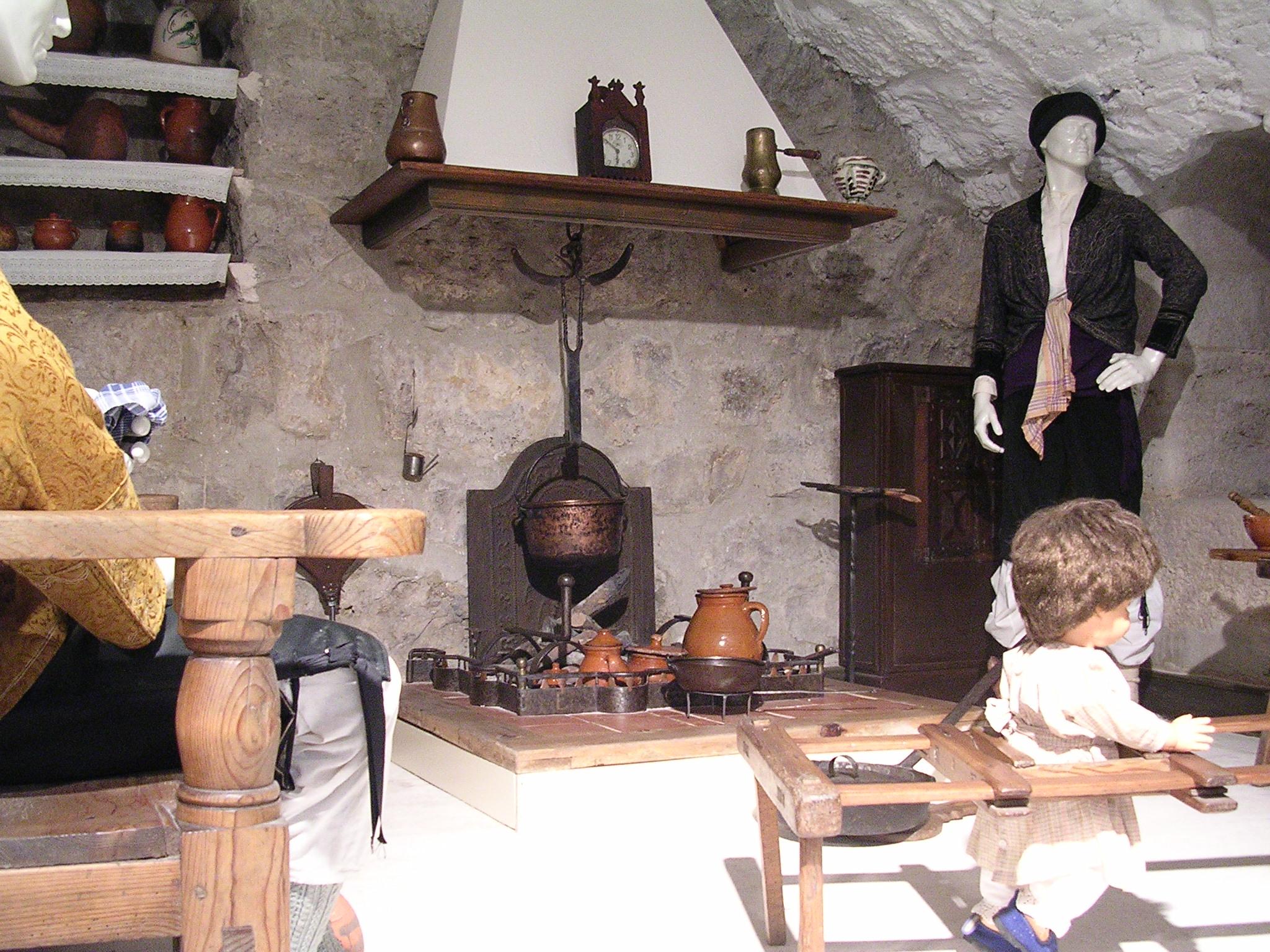 File cocina turolense museo provincial for Cocinas de hierro antiguas