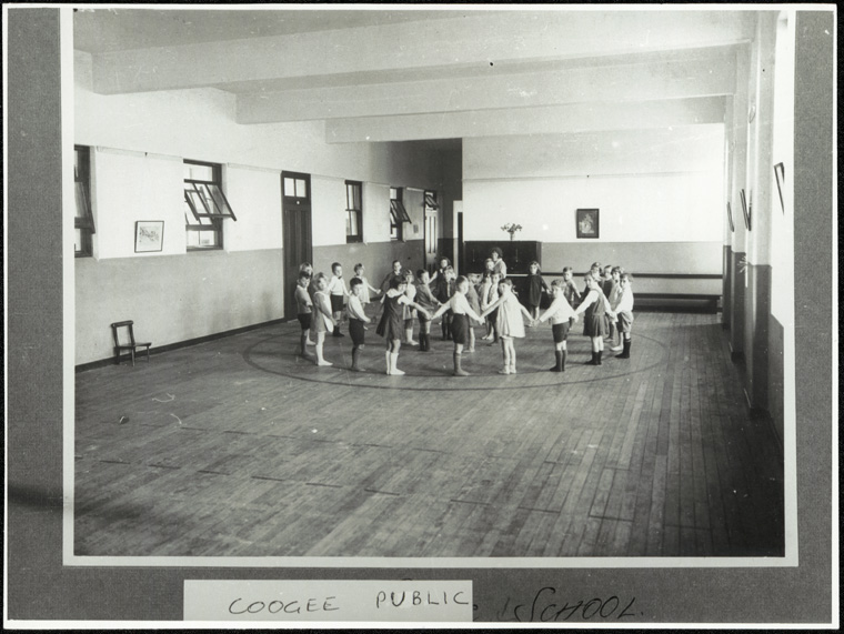 File:Coogee Public School (dance exercise) (14329913790).jpg