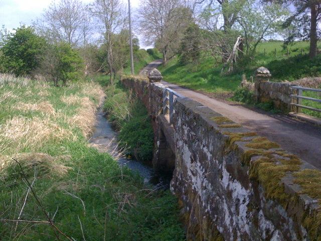 Cor Burn and bridge - geograph.org.uk - 1312144