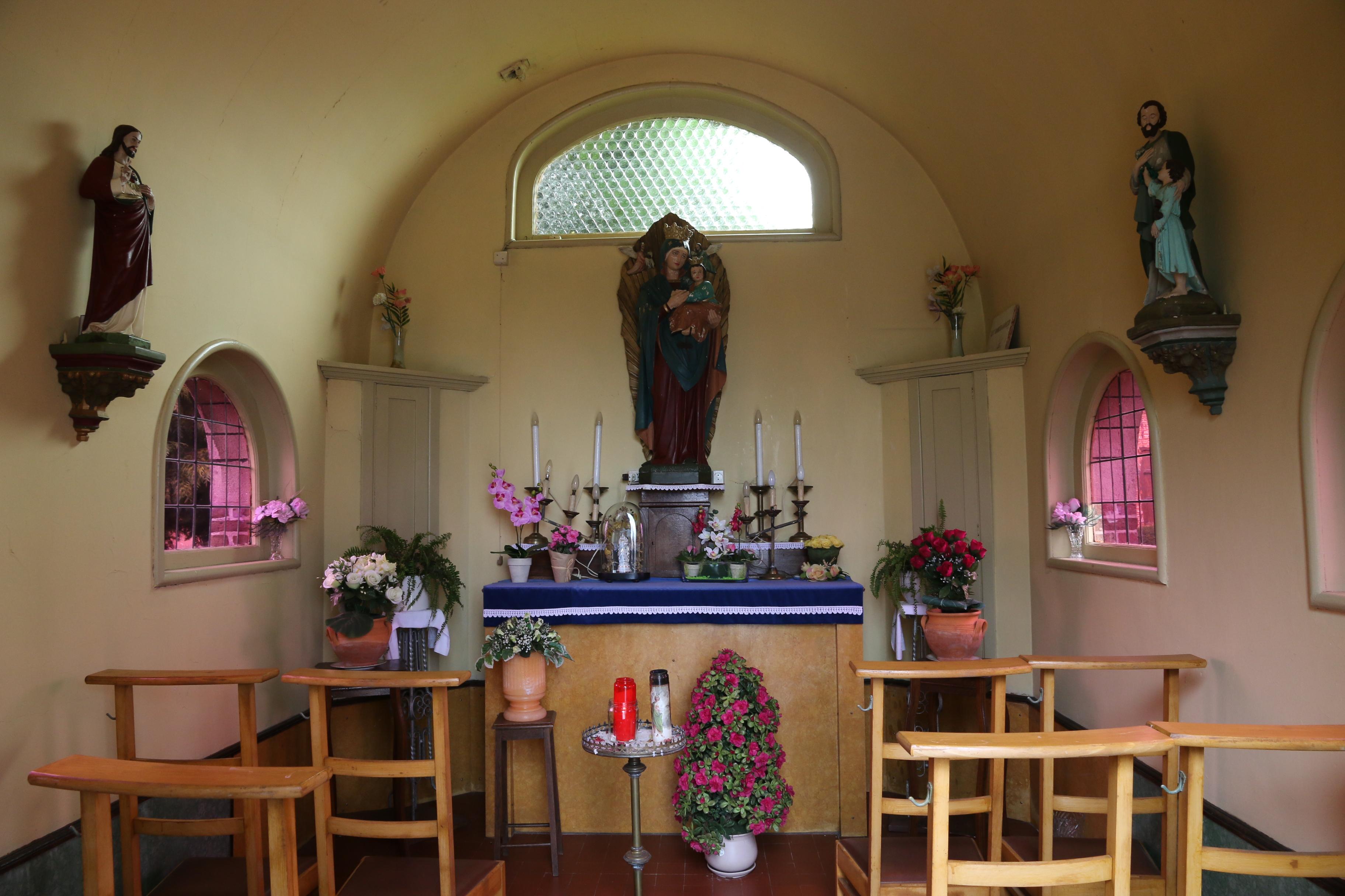 bestandemblem interieur van kapel bij hoeve het witte venjpg