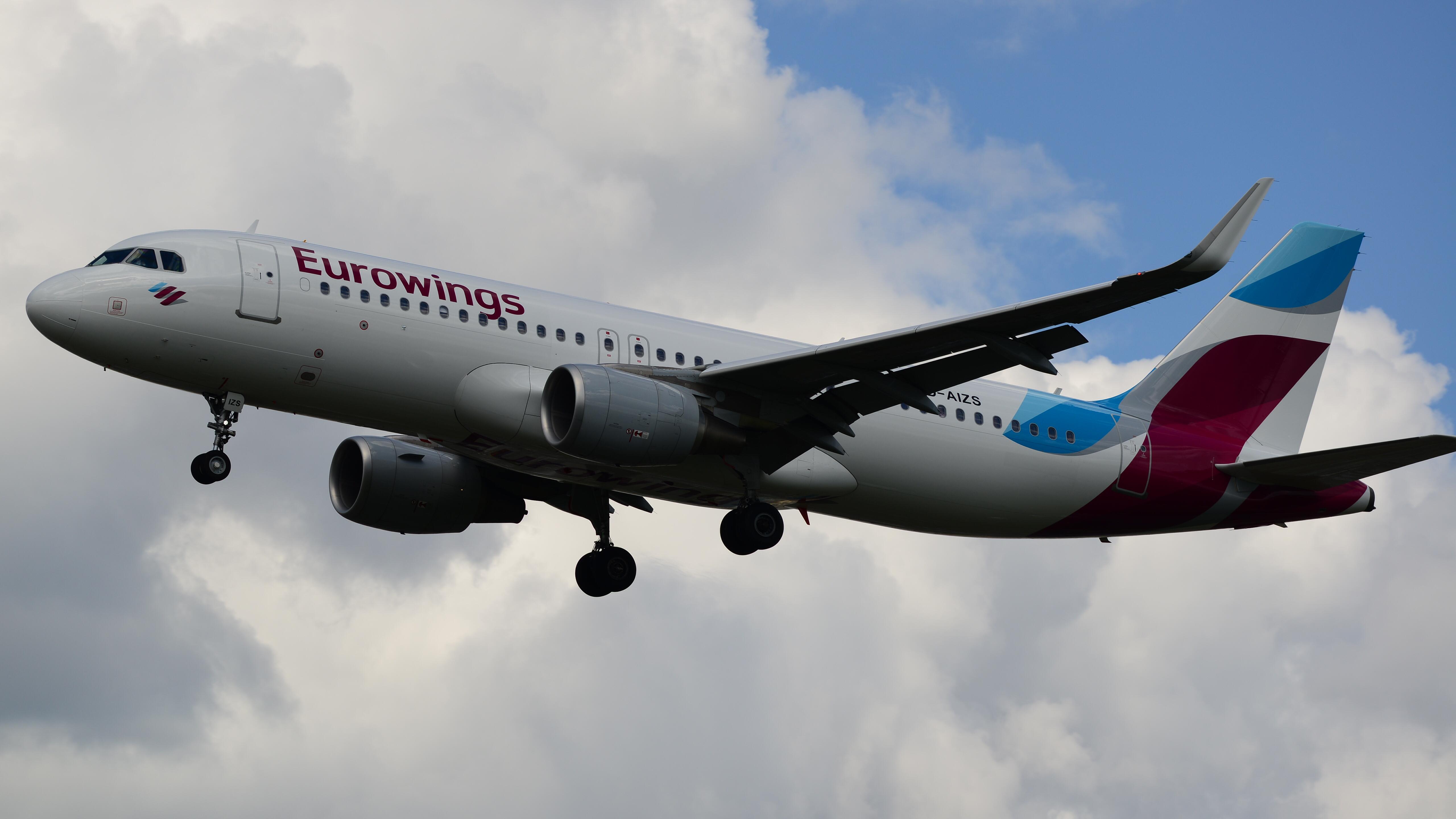 File Eurowings D Aizs Airbus A320 17136092688 Jpg