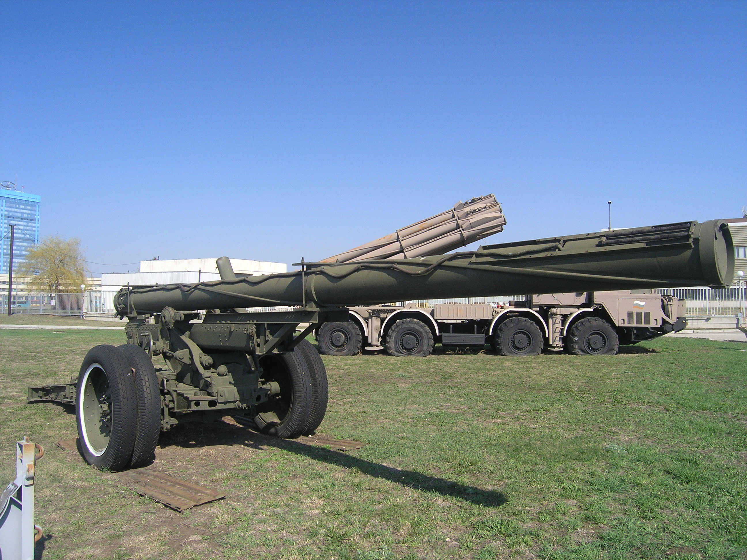 Experimental_300-mm_rocket_launcher-5190