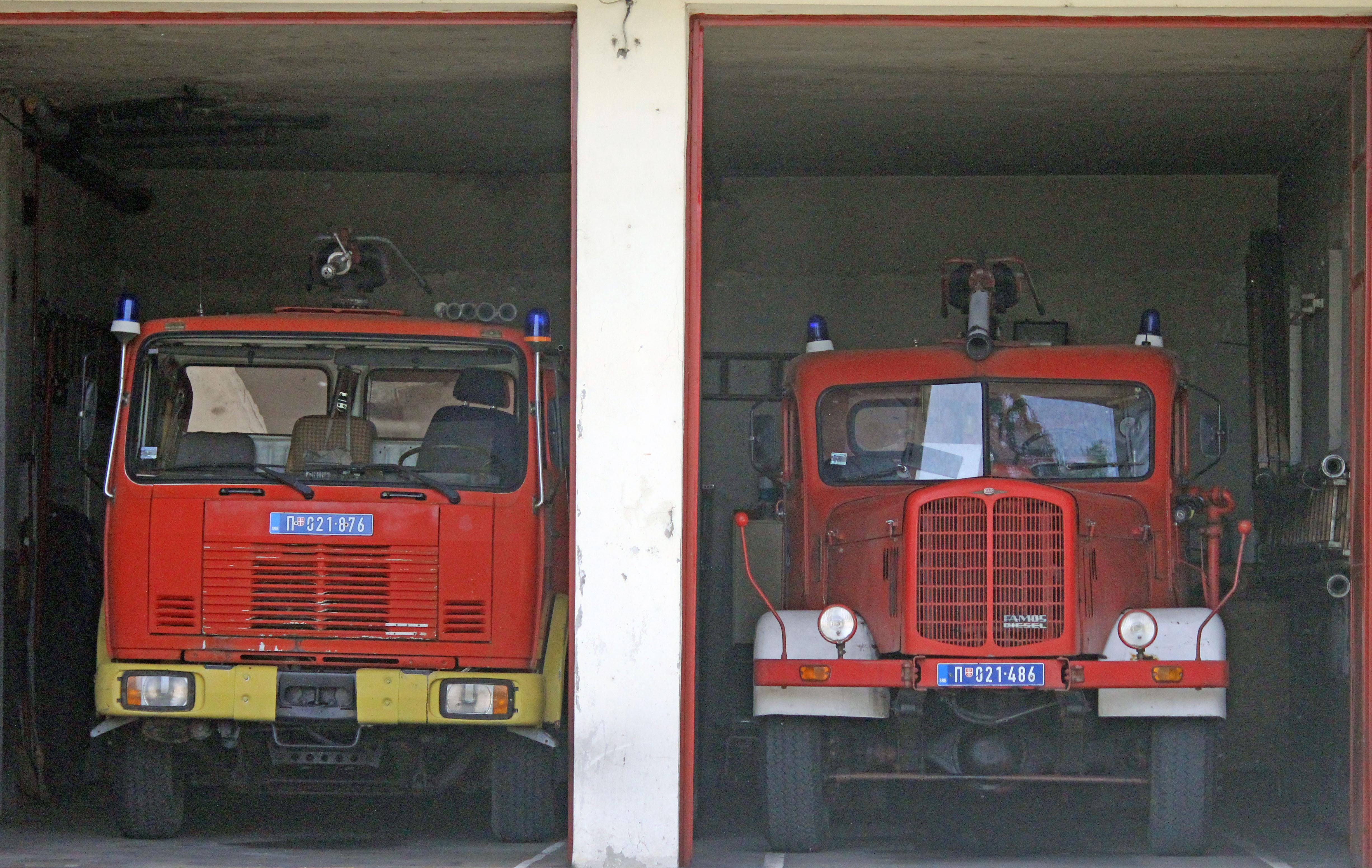 File:FAP 1620 i FAP 1314 vatrogasci jpg - Wikimedia Commons