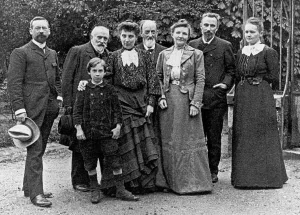 File:Families Curie-Guillaume au BIPM, 1904.jpg
