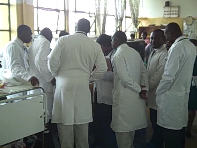Ghanaian Medical Doctors – Ward rounds at Komfo Anokye Teaching Hospital, Kumasi, Ghana.jpg