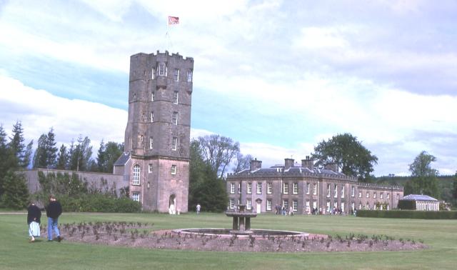 File:Gordon Castle - geograph.org.uk - 6666.jpg