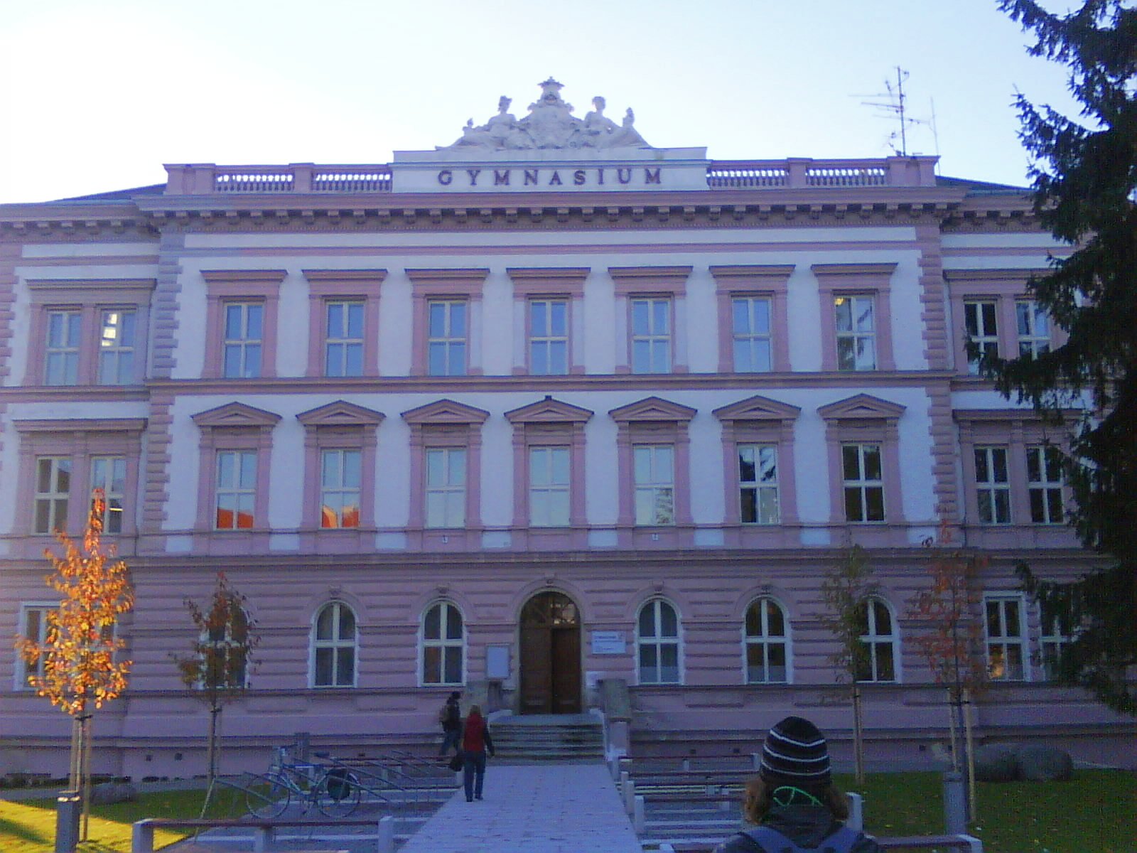 http://upload.wikimedia.org/wikipedia/commons/3/32/Gymn%C3%A1zium_Dr._Karla_Polesn%C3%A9ho_Znojmo.JPG