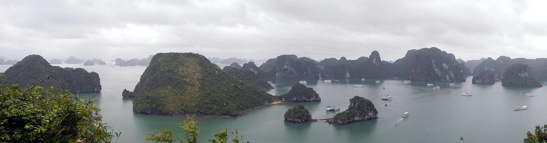 Panorama Teluk Ha Long, salah satu Situs Warisan Dunia