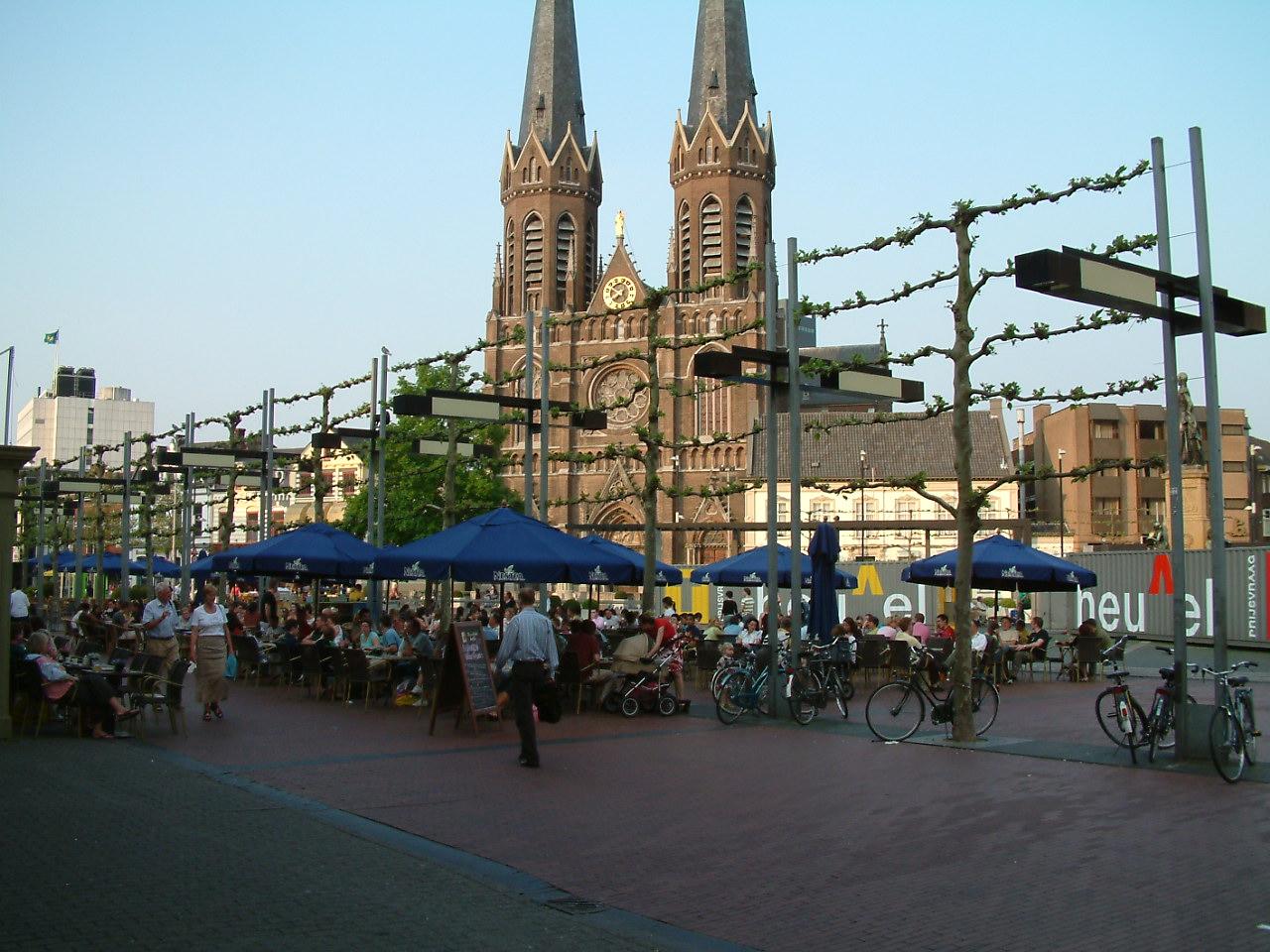 Heuvel Tilburg 11 mei 06 011