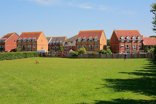 Housing_in_Angelica_Way_seen_from_the_playing_fields%2C_Whiteley_-_geograph.org.uk_-_453401.jpg?profile=RESIZE_710x
