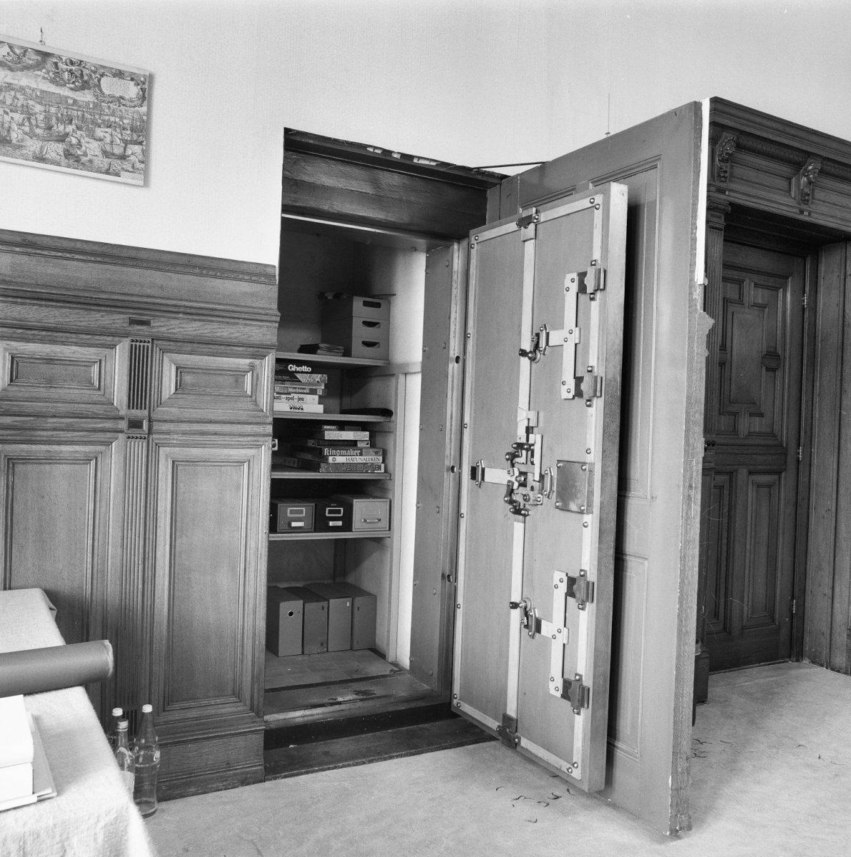 File:Interieur, kluis in huiskamer begane grond - Leiden - 20137350 ...