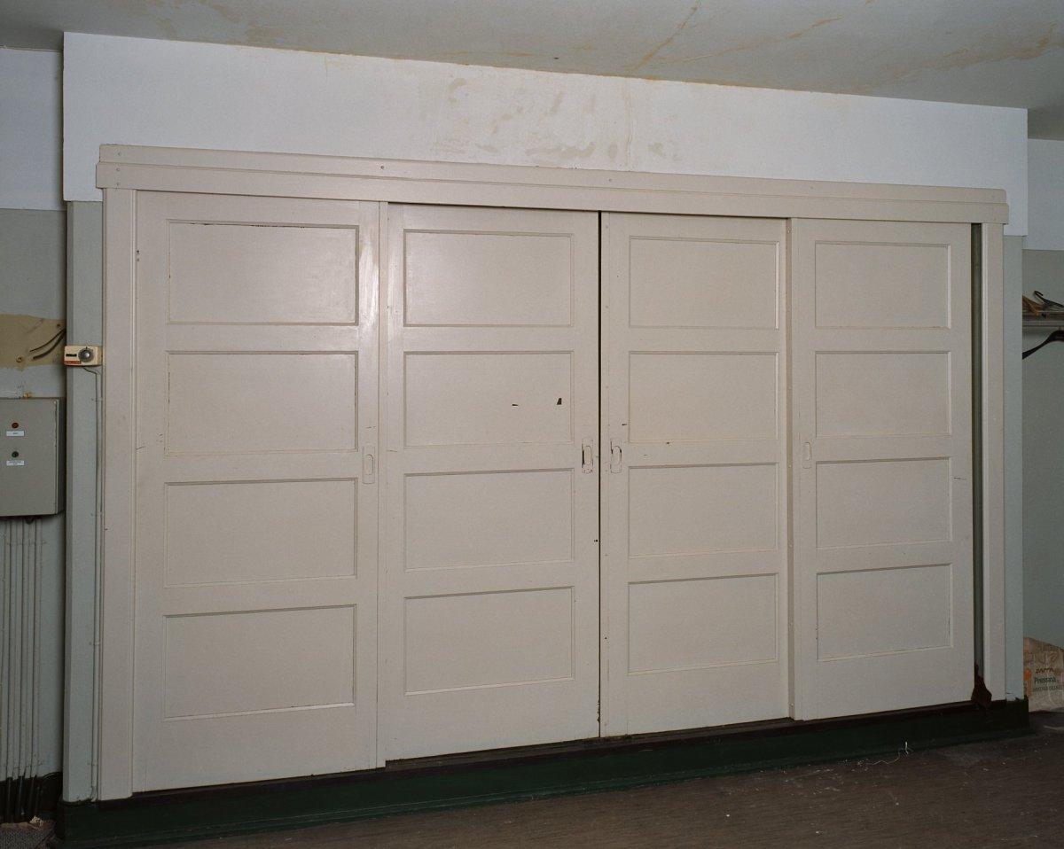 Schuifdeuren Voor Kastenwand.File Interieur Sacristie Overzicht Kastenwand Met Schuifdeuren