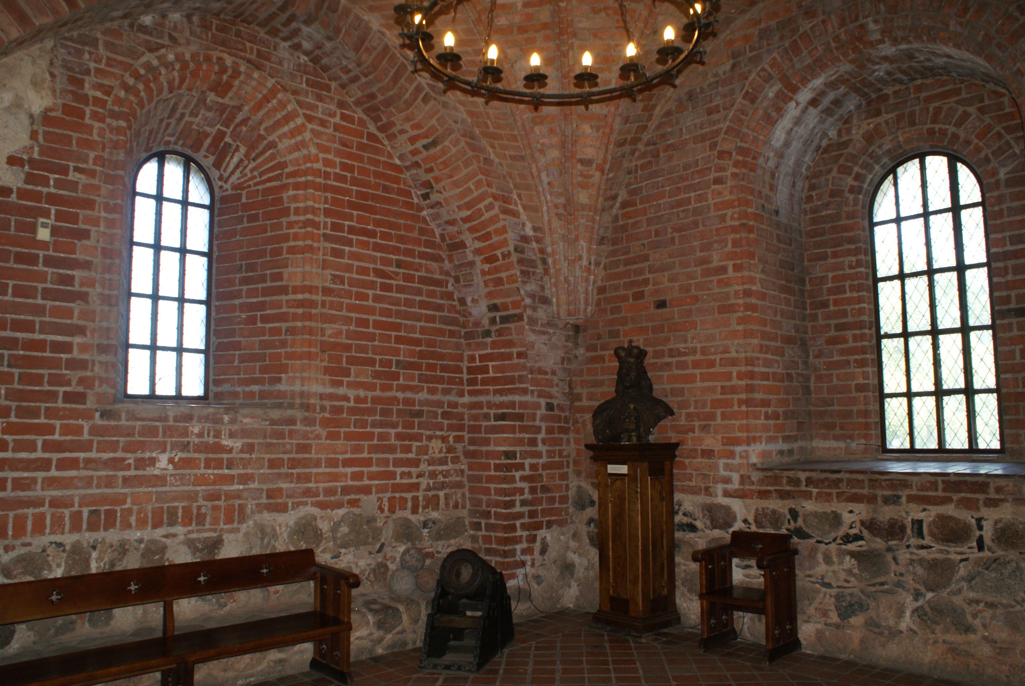 fileinterior and collection of the trakai island castle 01jpg