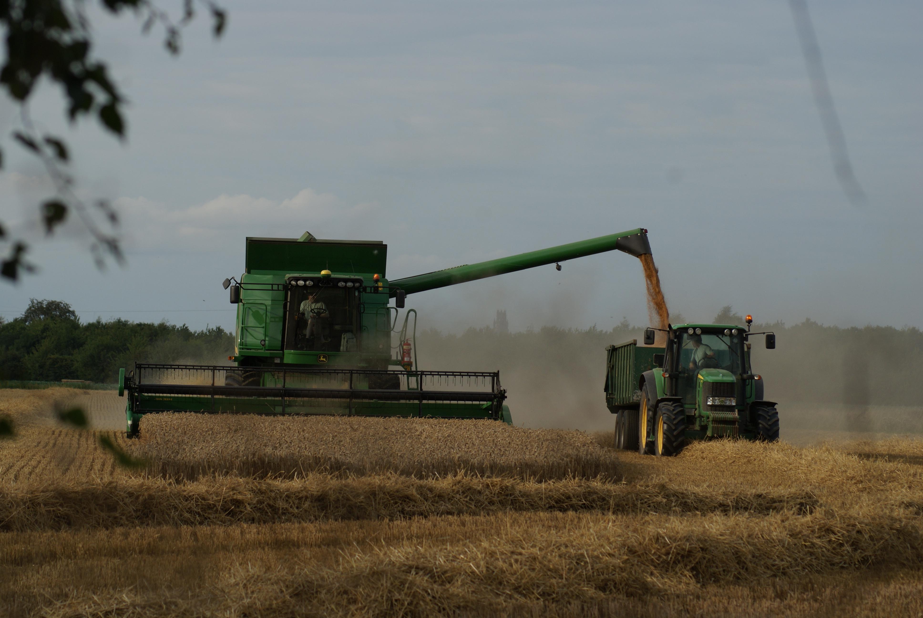 John Deere 214 >> File:John Deere T670i at harvest, Boston, Lincolnshire ...