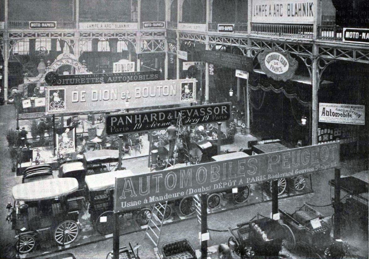 File la section automobiles du quatri me salon du cycle de paris en d cembre 1896 au palais de - Salon de l industrie paris ...