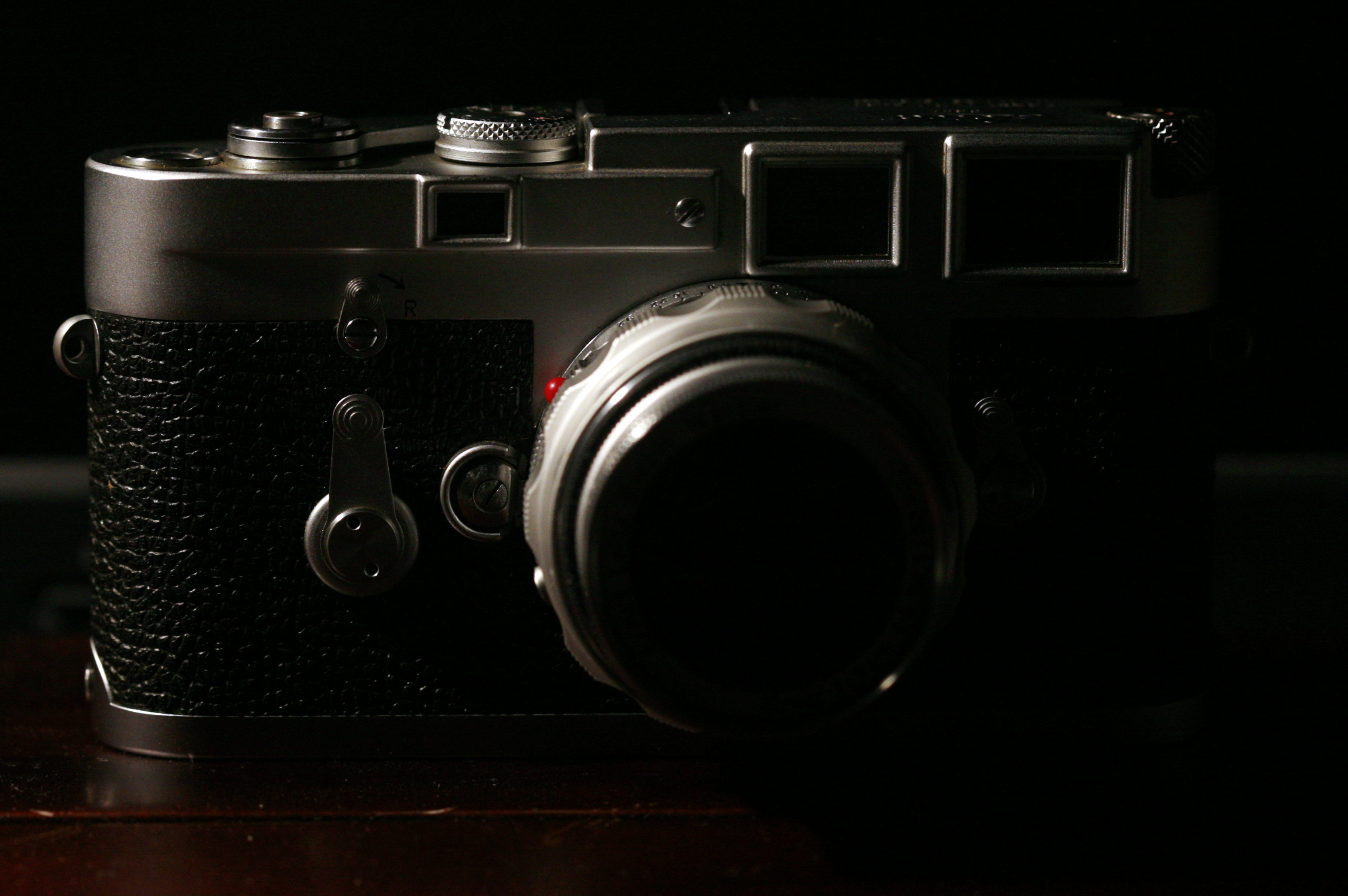 File:Leica M3 low-key mg 3649 - Wikimedia Commons
