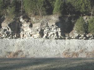 Đá phiến sét Limey phủ lên đá vôi. cao nguyên Cumberland, Tennessee