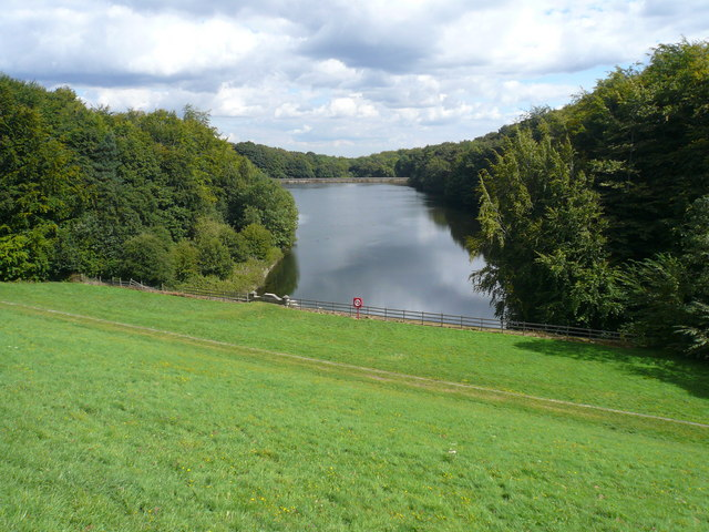 Linacre - Bottom Reservoir View - geograph.org.uk - 546527