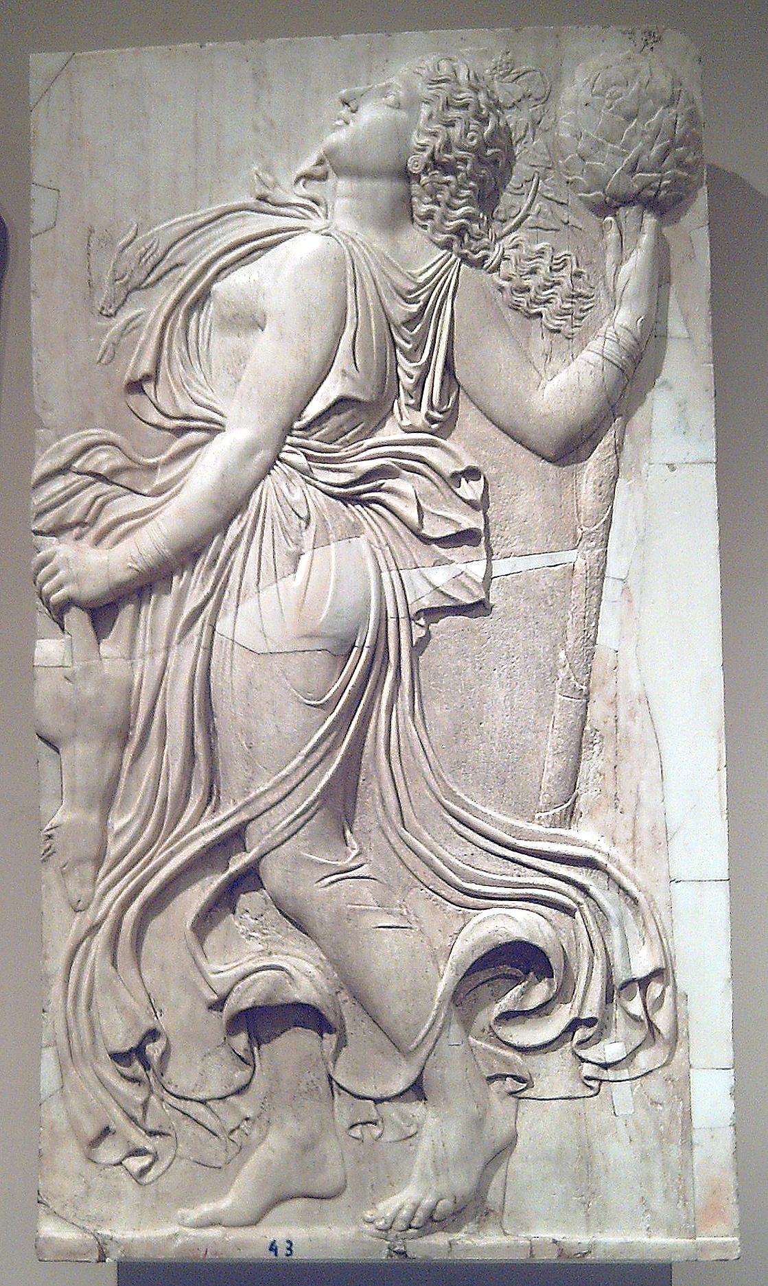 Ménade relieve romano (Museo del Prado) 02.jpg