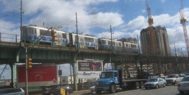 file mbta green line train on lechmere elevated in wikimedia commons. Black Bedroom Furniture Sets. Home Design Ideas