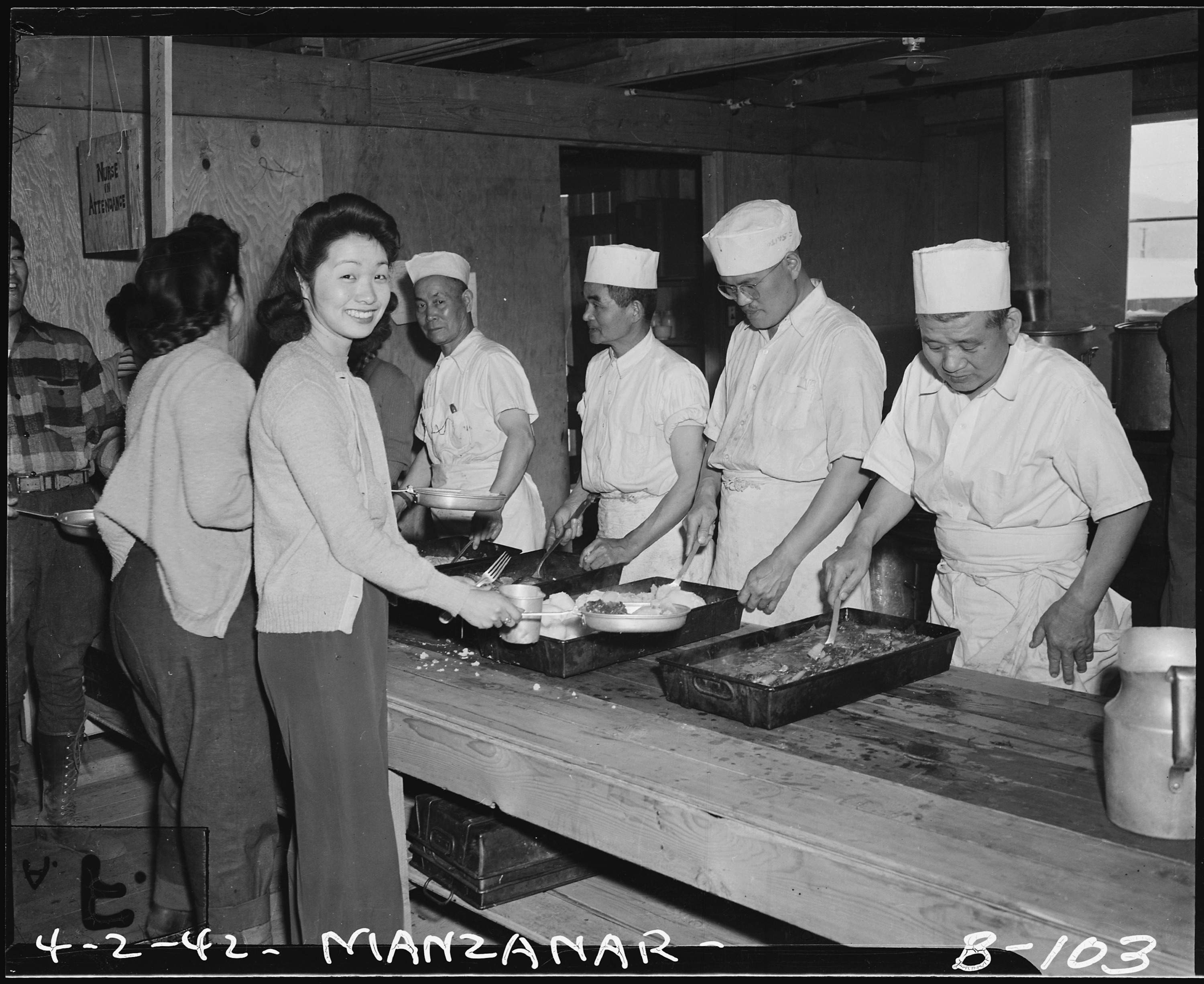 file manzanar relocation center manzanar california mealtime  file manzanar relocation center manzanar california mealtime cafeteria style at