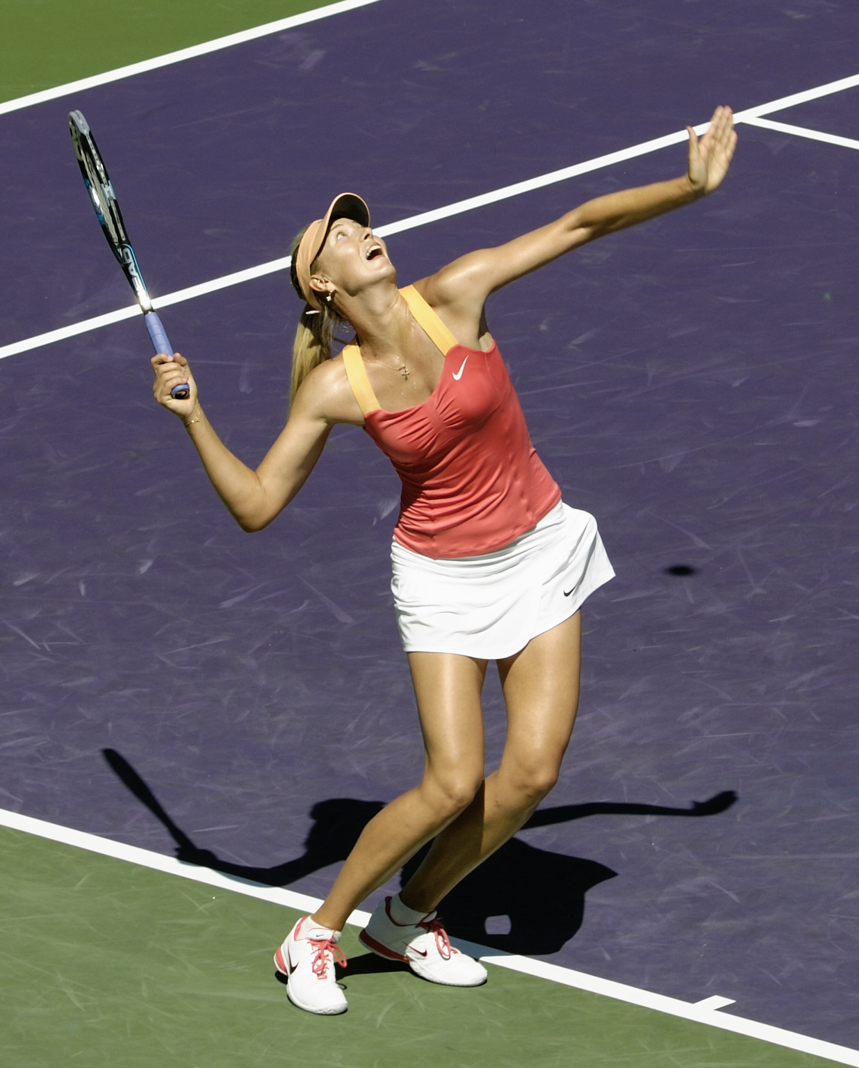 https://upload.wikimedia.org/wikipedia/commons/3/32/Maria_Sharapova_at_Sony_Ericsson_Open_Tennis,_2012.jpg