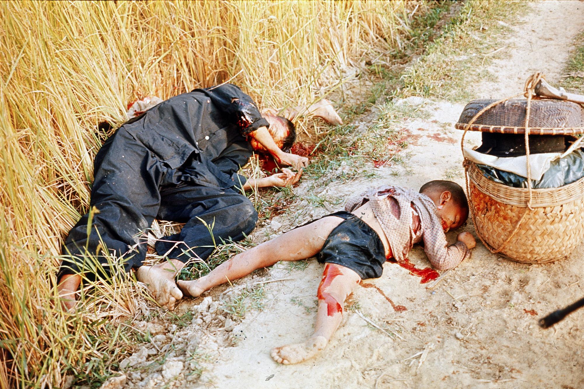 Un día como hoy... - Página 2 My_Lai_massacre3