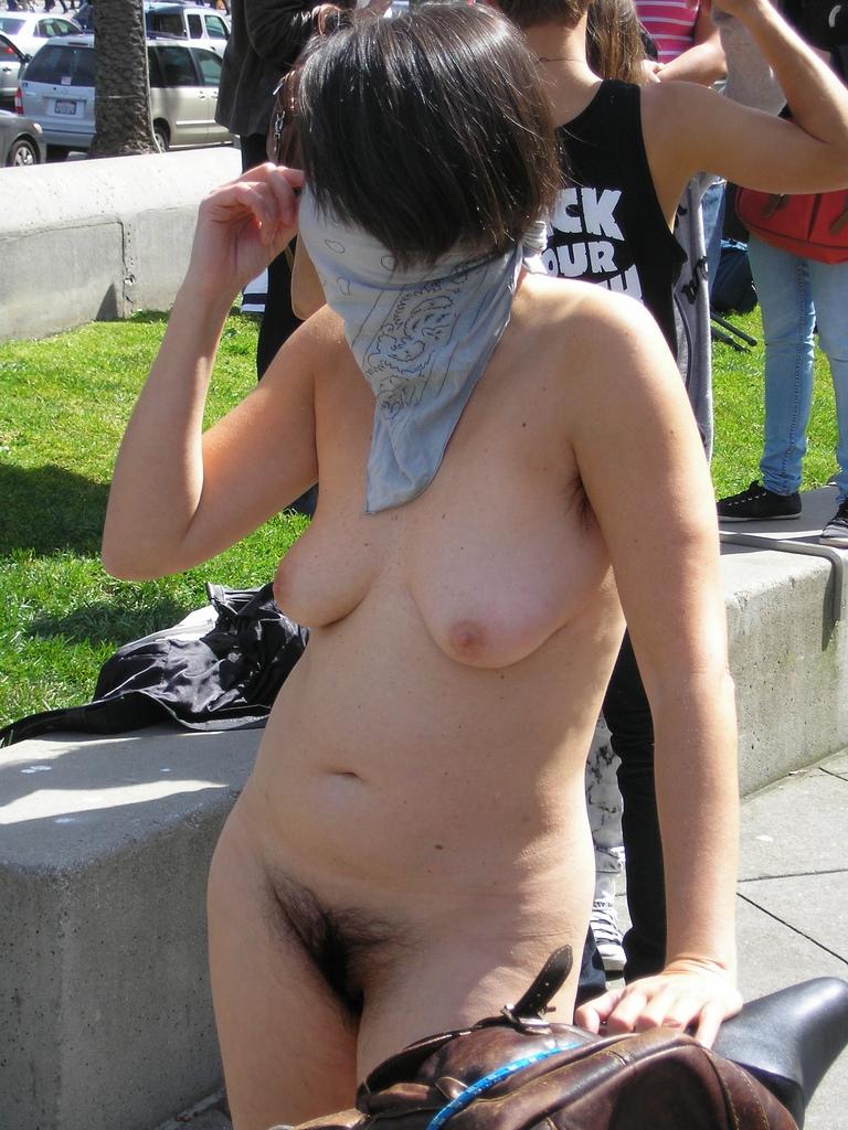 Blondine in het park - 3 6