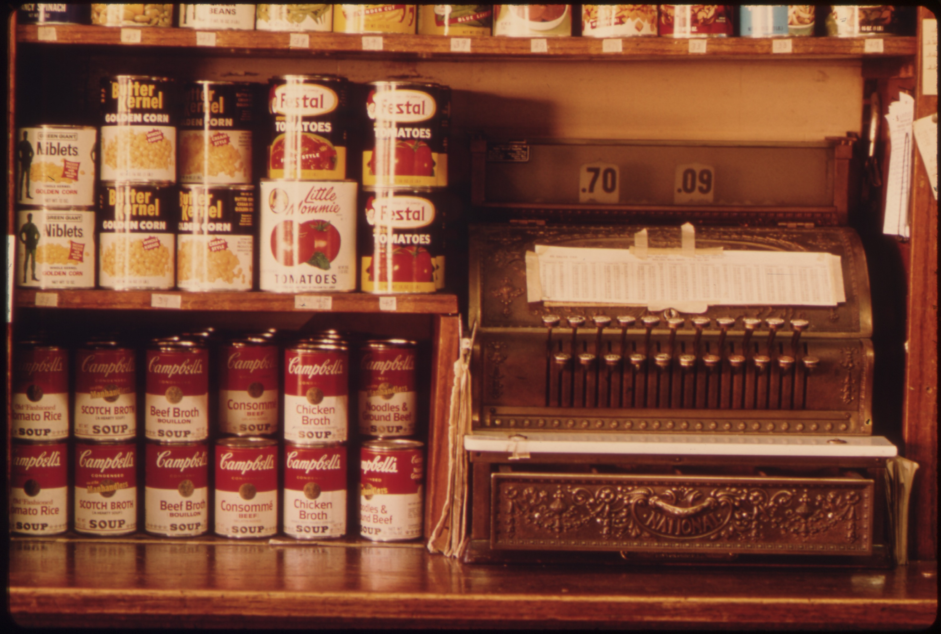 File:OLD STYLE CASH REGISTER AND CANNED GOODS IN A BUTCHER SHOP IN NEW ULM