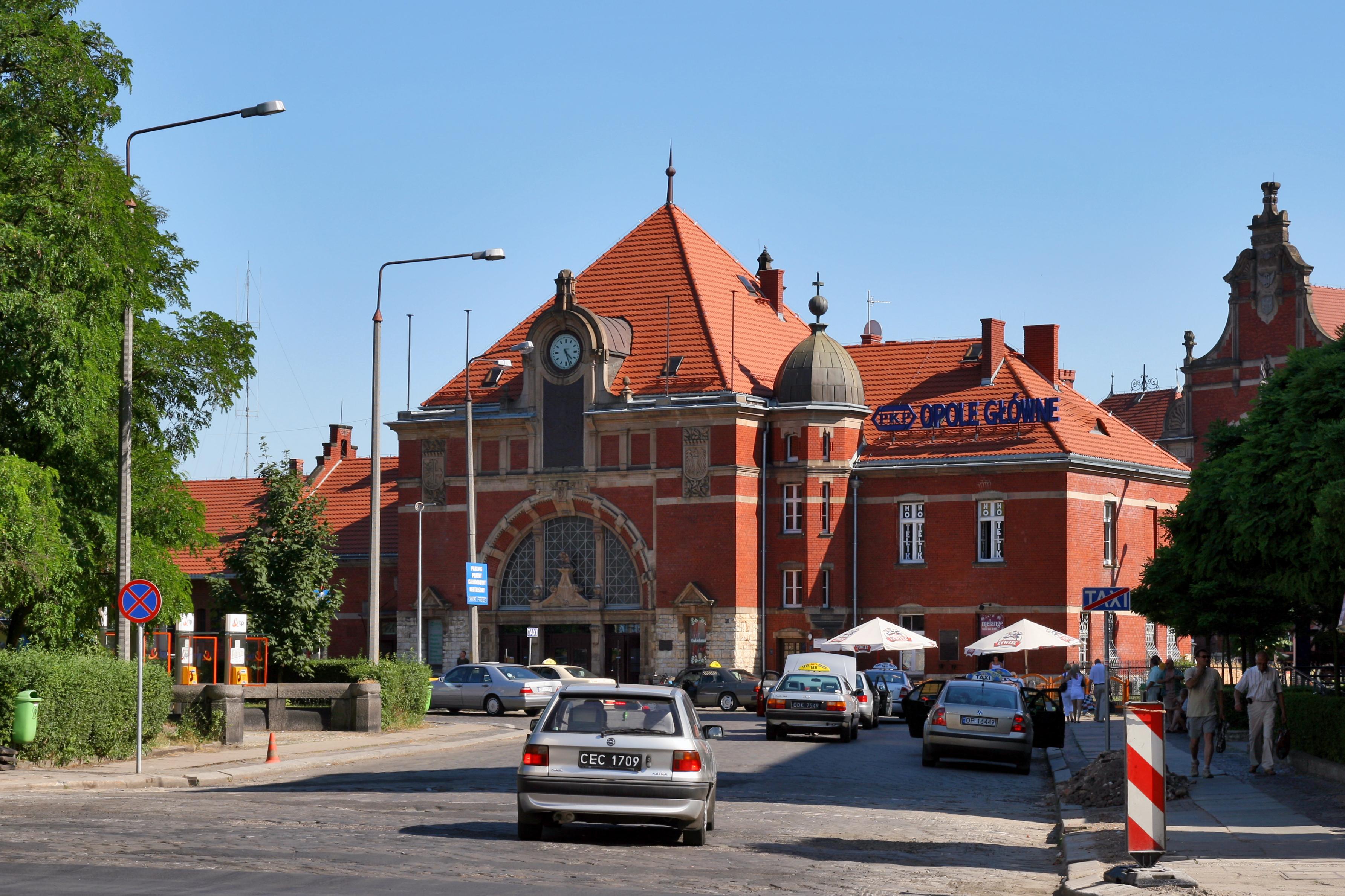 Opole - Gmach Dworca Głównego 01.jpg