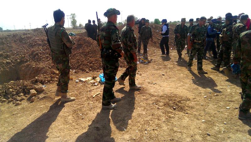 Peschmerga General mit Dragunov an der ISIS Kampflinie südlich von Kirkuk (15947758685)