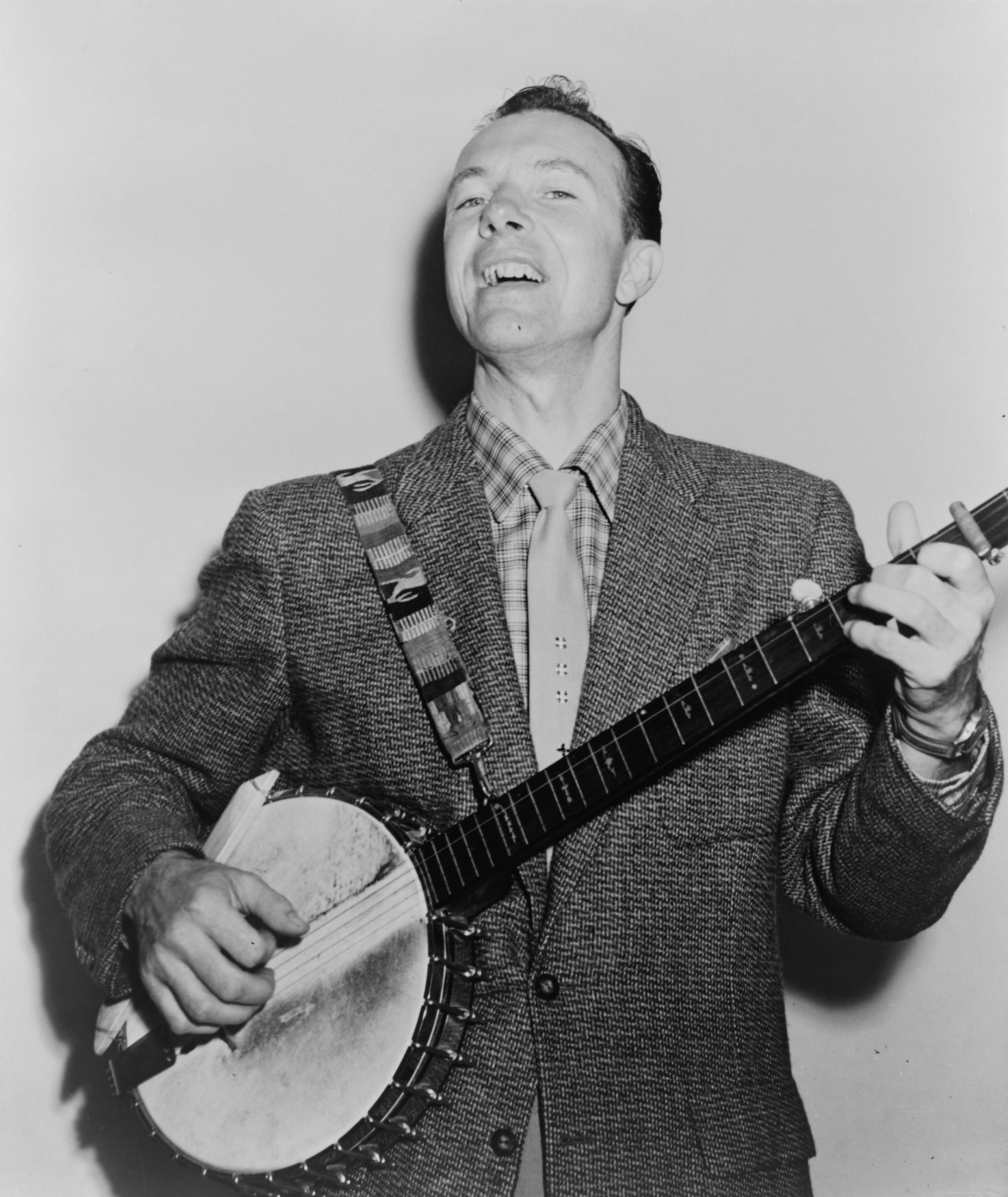 http://upload.wikimedia.org/wikipedia/commons/3/32/Pete_Seeger_NYWTS.jpg