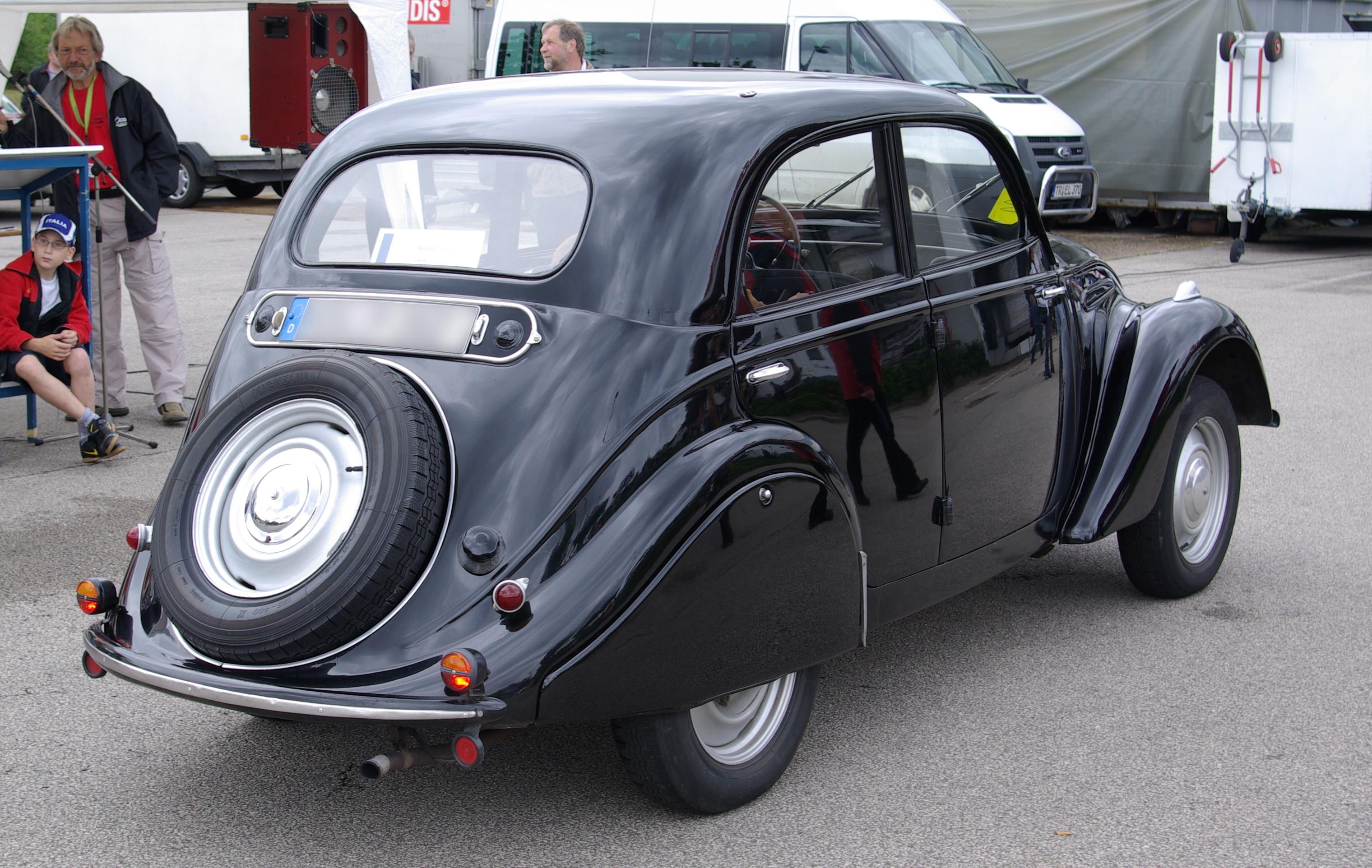 File:Peugeot 202 BW 2.JPG
