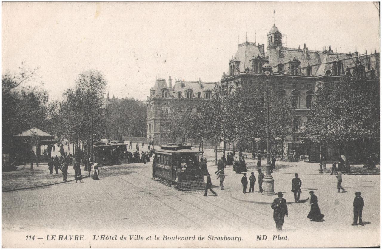 Postcard- Le Havre. L'Hotel de Ville et le Boulevard de Strasbourg, sent May 1915 (6296228245).jpg