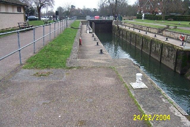 River Thames, Shepperton Lock - geograph.org.uk - 75840