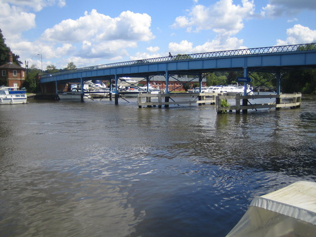 River Thames and Cookham Bridge - geograph.org.uk - 489984